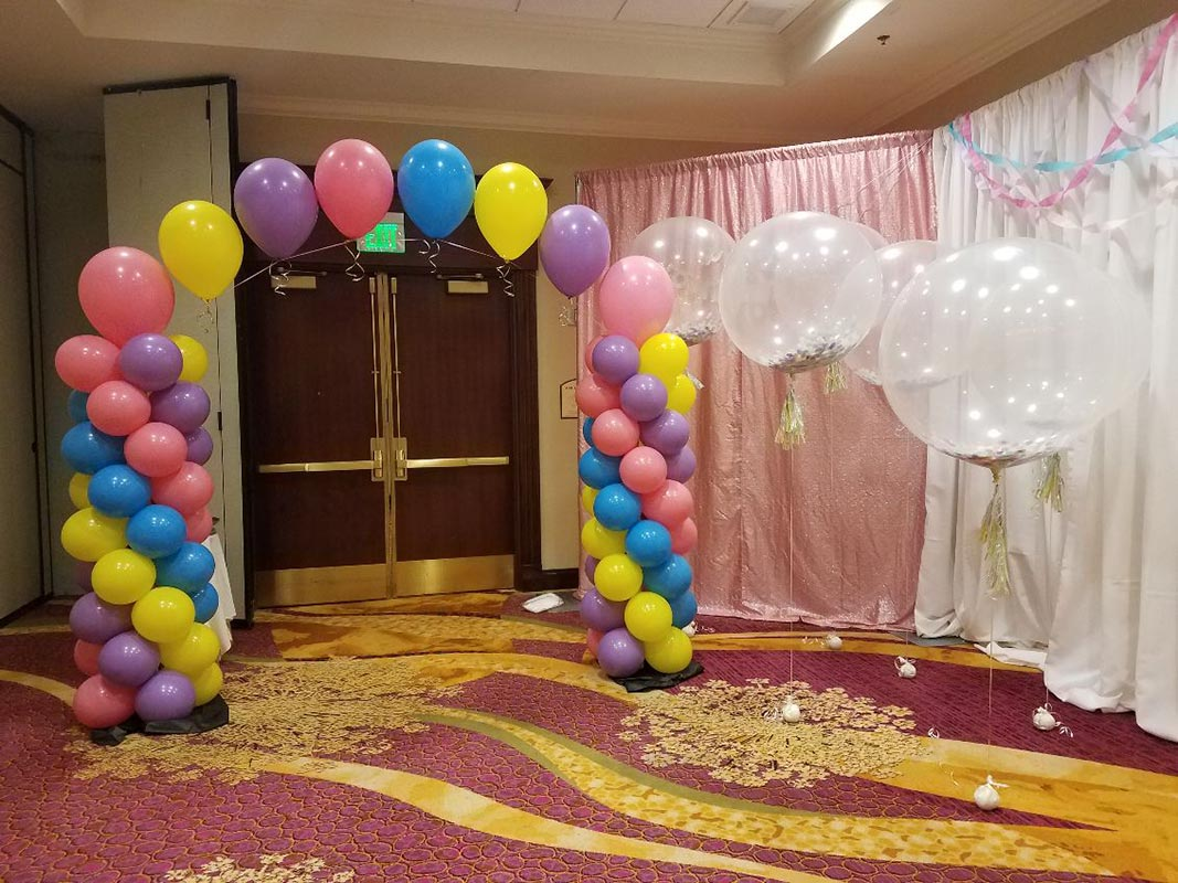Balloon columns with single arch
